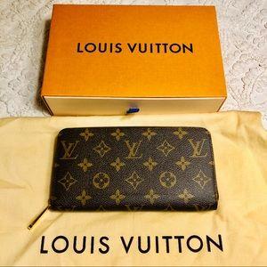 Louis Vuitton Zippy Wallet - fuschia interior